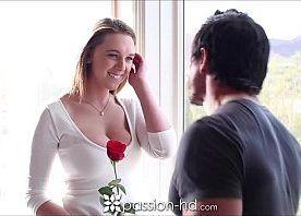 Atriz porno linda com o moreno sarado experiente metendo